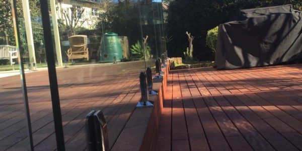 deck-mounted-glass-fencing