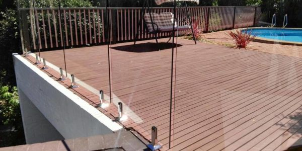 glass-pool-fence-with-top-rail